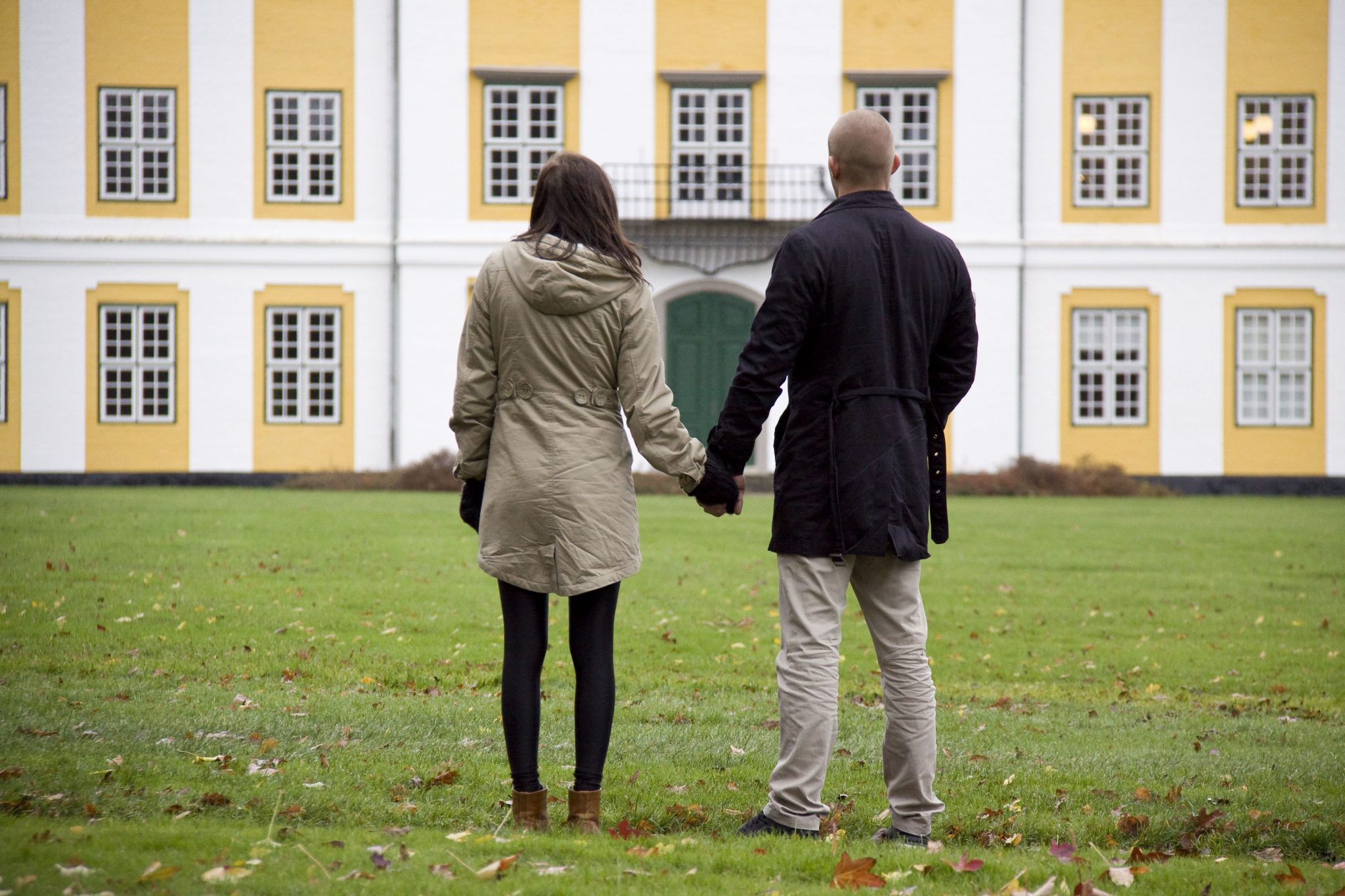 Couple in front of Augustenborg Castle
