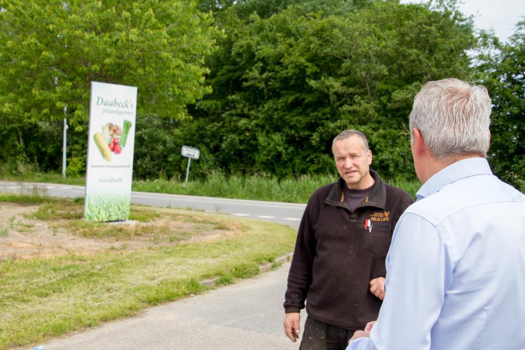 Iver Daabeck snakker med Henrik Rohleder